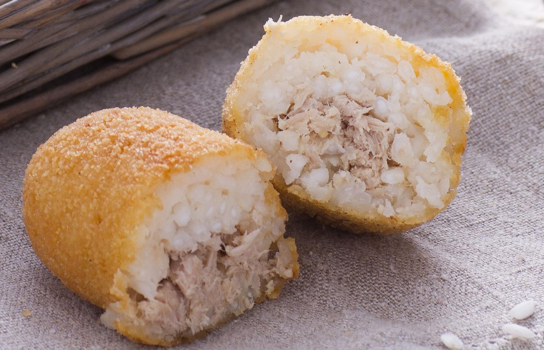 ryżowe krokiety z nadzieniem z tuńczyka